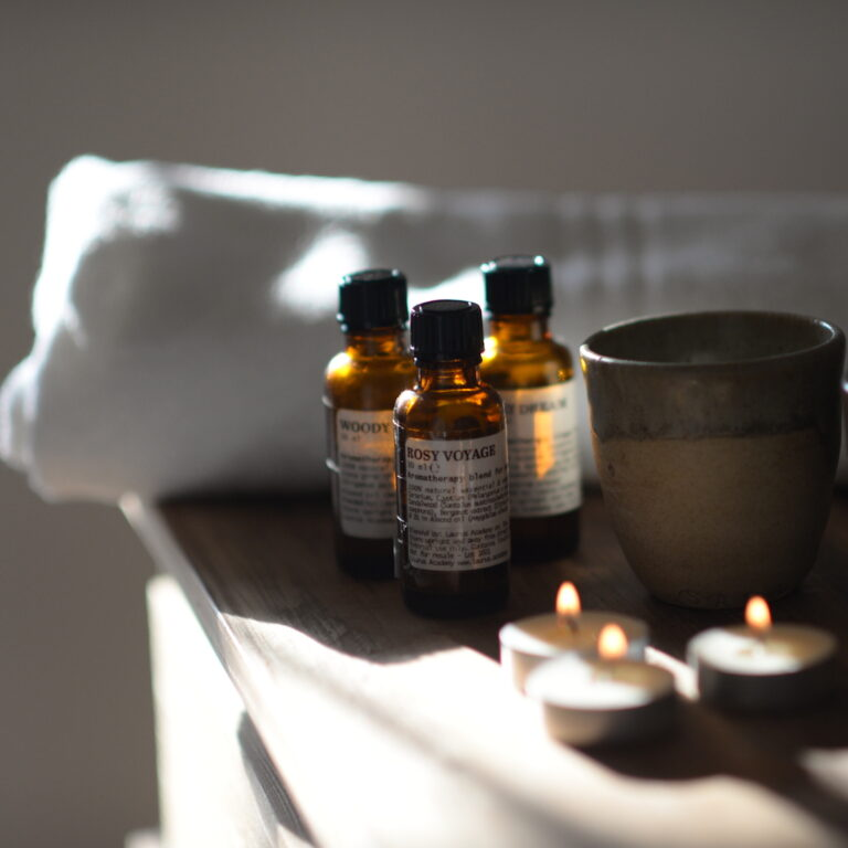 Essential oils blending for massage therapy by Geert De Vuyst